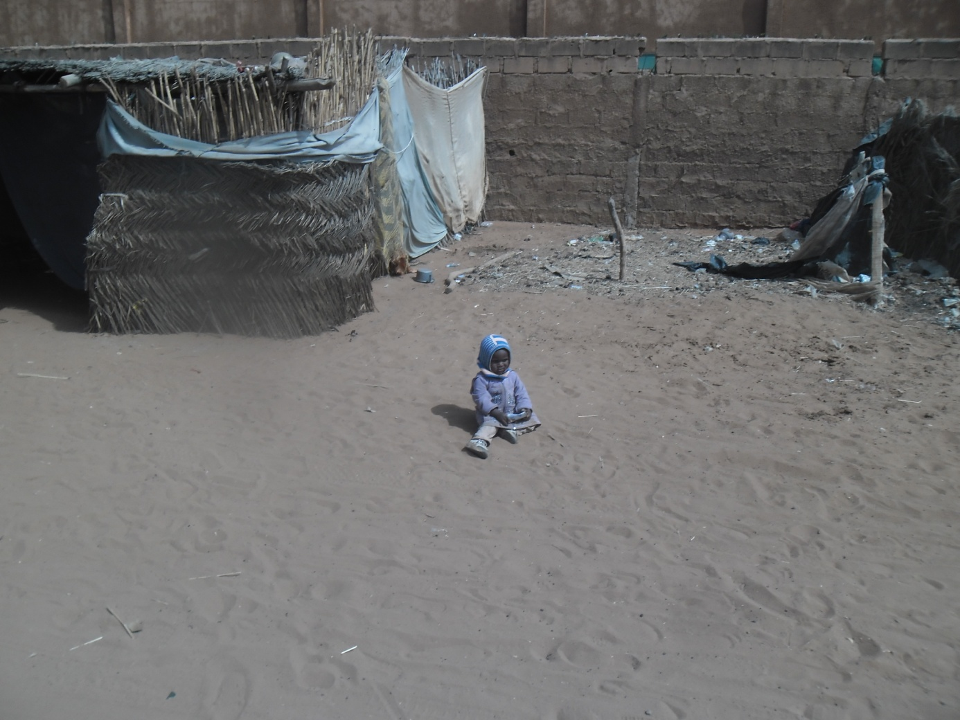 Enfant laissé dans la rue